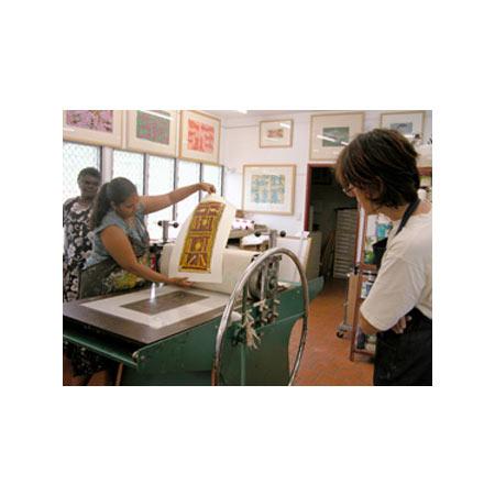 Naminapu 1 Maymuru and Naminapu Maymuru with Meren Serekowski at the Buku Larrnggay Mulka Print workshop.
