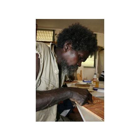 Tommy Minburra carving his Rock wood block