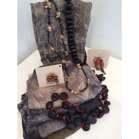Scarves andjewellery from Groote Eylandt